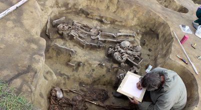 Madárcsőrökből álló sámángallért találtak egy szibériai sírban
