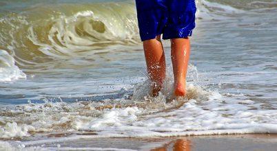 A tengeri fürdőzés megváltoztatja a bőr mikroba-összetételét