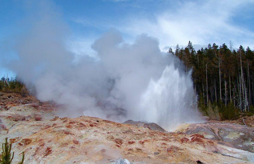Meglepően viselkedik a Yellowstone híres gejzírje