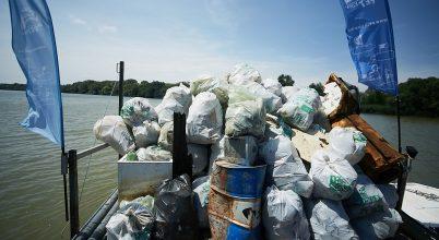 Három tonna műanyagtól szabadult meg a Tisza-tó