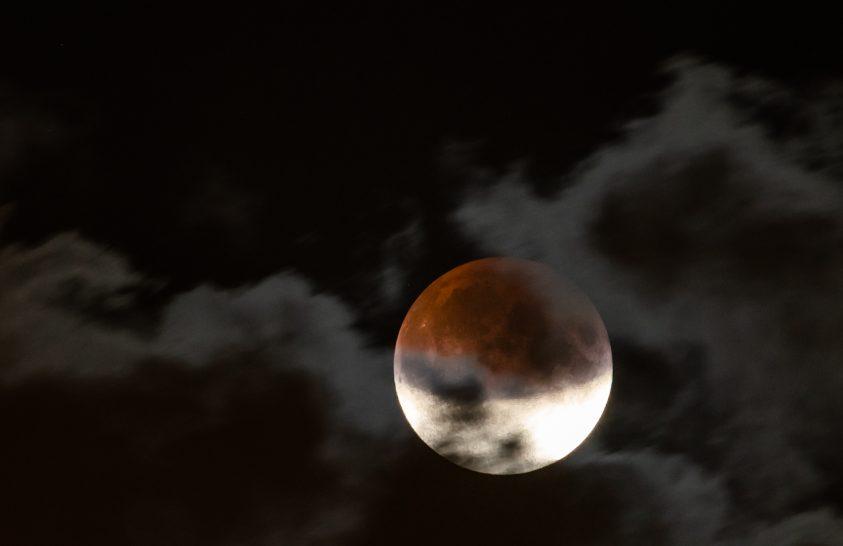 A nap képe: Részleges holdfogyatkozás