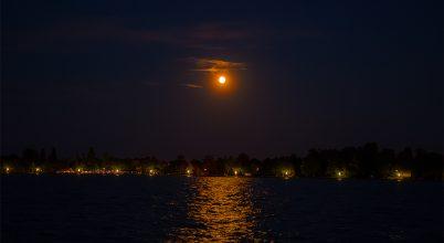 Holdfény a Balatonon