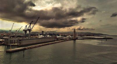 Tengeri kikötő hajnalban
