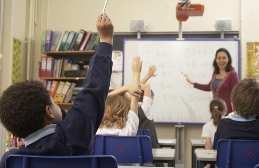 Számít mit gondol az oktató az intelligenciáról?