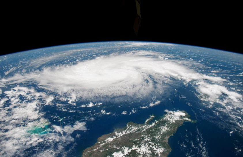 Műholdakról figyelik a Dorian hurrikánt
