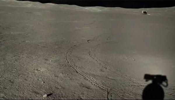 A kínai holdjáró 271 métert tett meg az égitest távoli oldalán