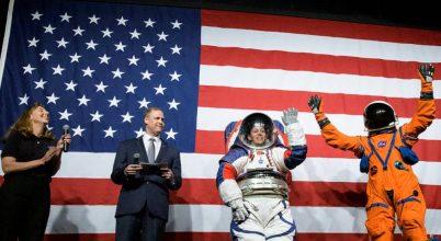 Bemutatták a NASA legújabb űrruháit