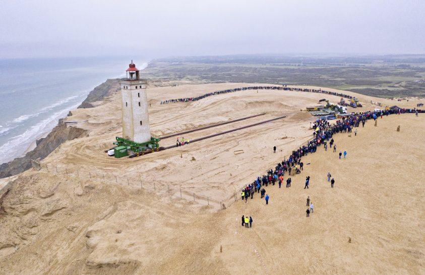 Odébb toltak egy világítótornyot Dániában
