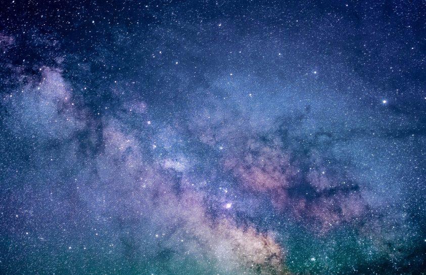 Ismeretlen erő köti össze a távoli galaxisokat