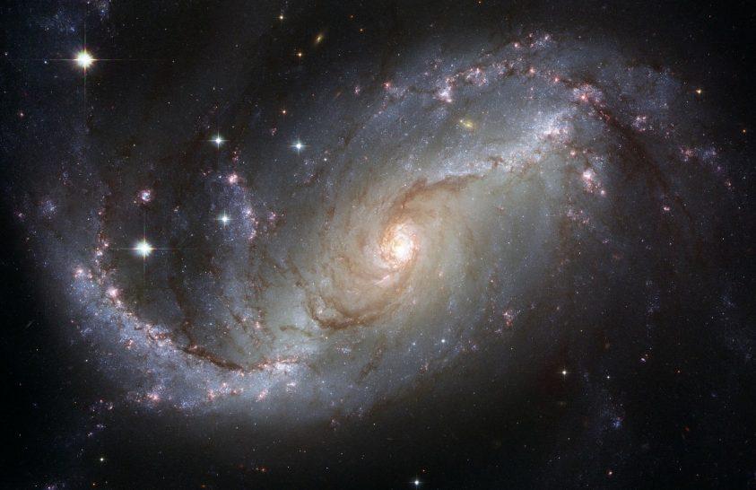 Szimuláción látható egy galaxis élete