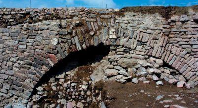 Sziklavésetekkel díszített alagútra bukkantak Mexikóban