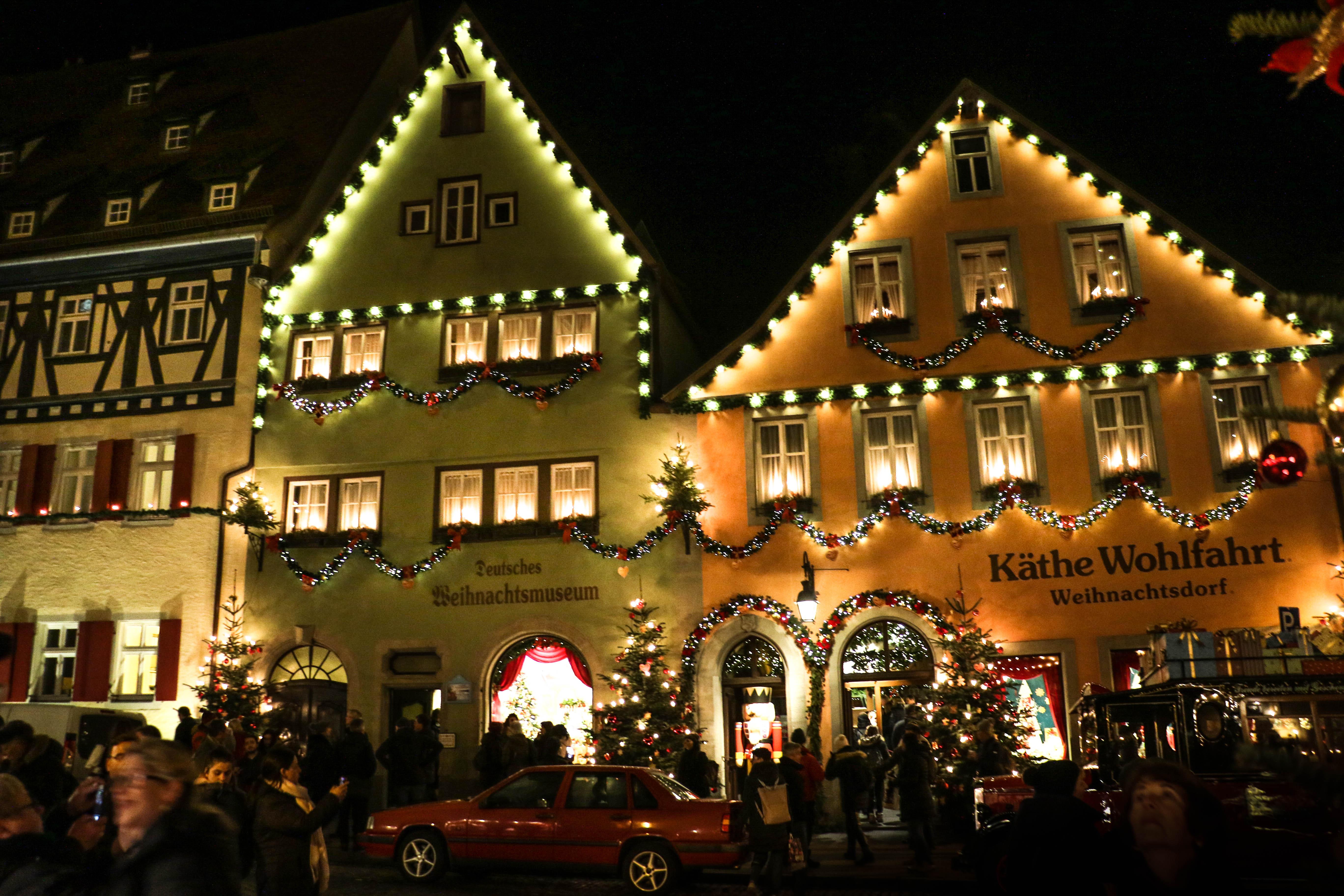 Rothenburg-ob-der-Tauber-ahol-eg%C3%A9sz-%C3%A9vben-kar%C3%A1csony-van