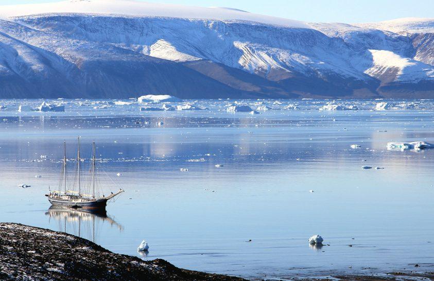 Óriási völgy fekszik Grönland mélyén