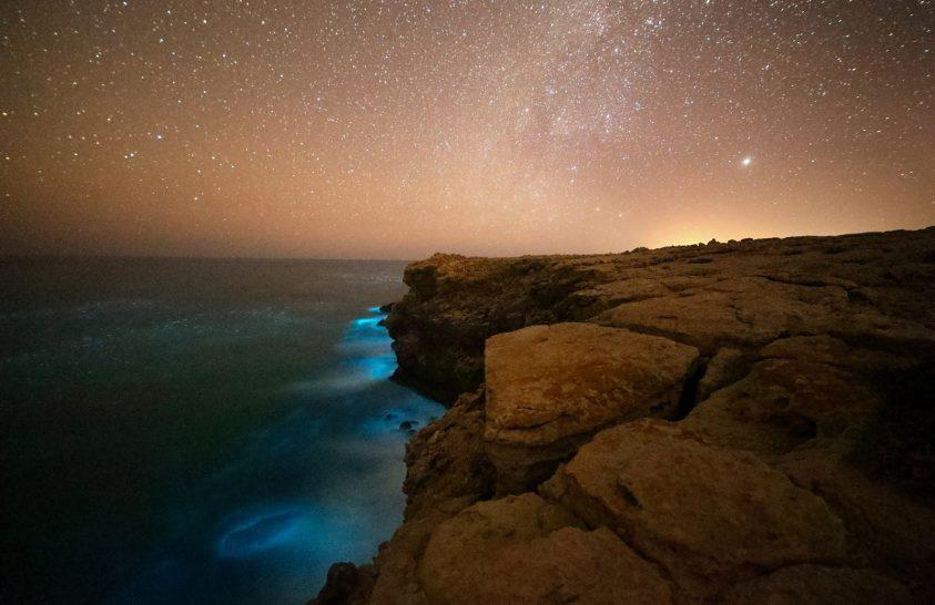 2020. január asztrofotója: Az éjszaka tündöklő tenger