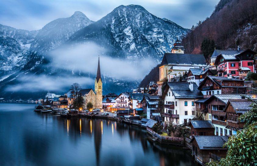 Turisták özönlik el a mesebeli osztrák települést