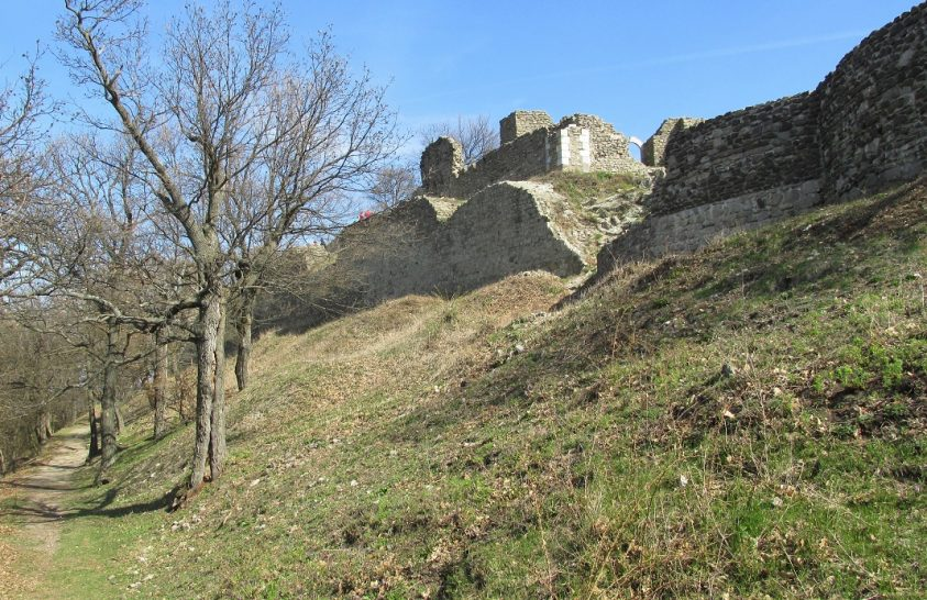 Drégely vára és a Kámor-hegy legendái