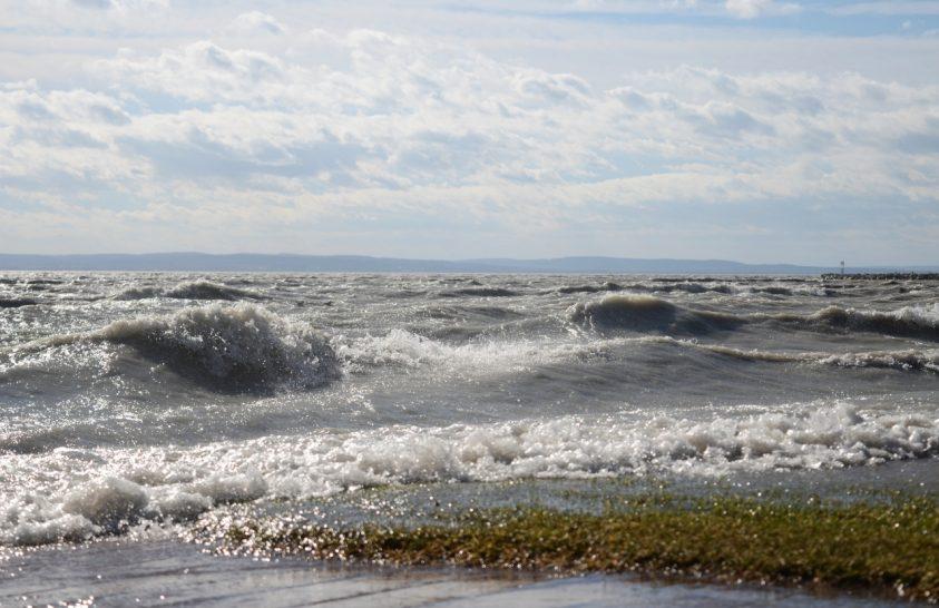 Hogyan jön át a Balaton vize Keszthelyről Alsóörsre?