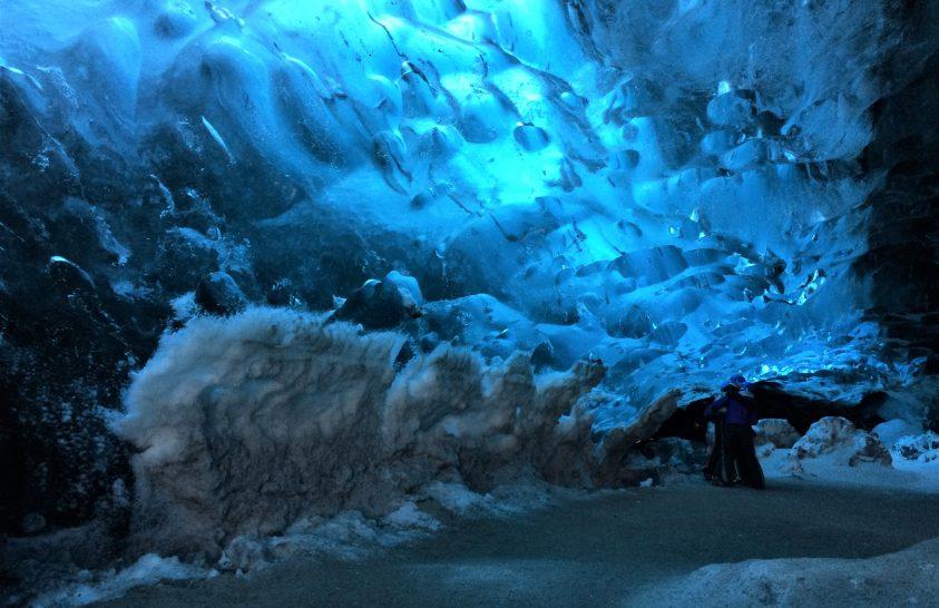 Csodás barlangok az izlandi gleccserek mélyén