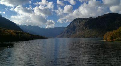 Felhők a tó felett