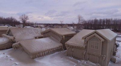 Jégbe borult part menti házak