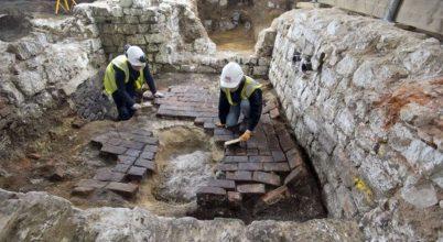 Különleges leletekre bukkantak egy középkori pöcegödörben