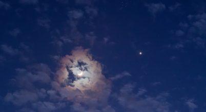 A Hold, Vénusz, Fiastyúk hármas együttállása