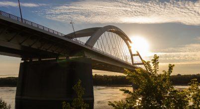 Pentele-híd naplementében