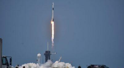 Útnak indult a SpaceX űrhajója két asztronautával a fedélzetén