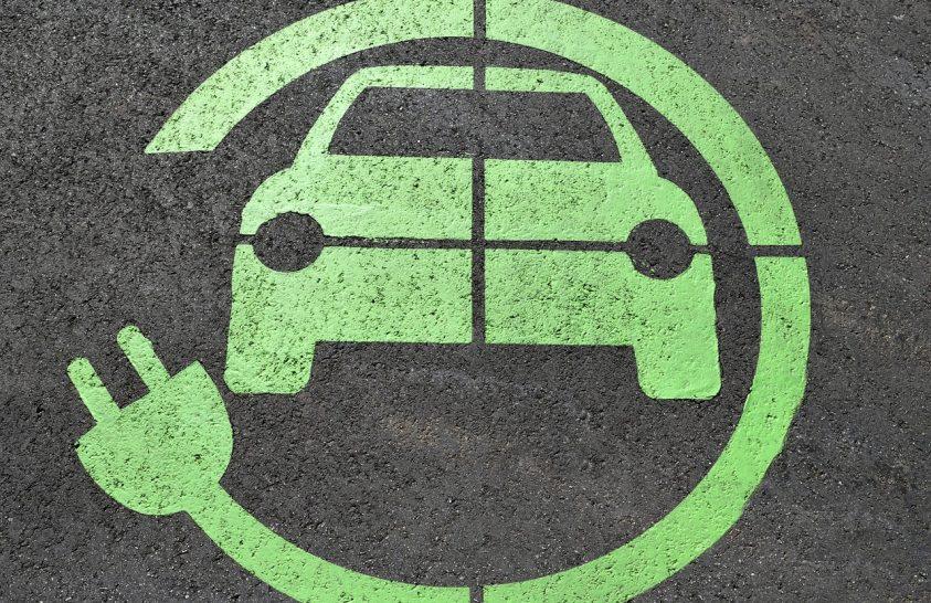 Megoldódhat az elektromos autók menet közbeni töltése
