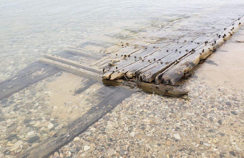 Régi hajóroncsok kerültek elő a sok csapadék miatt