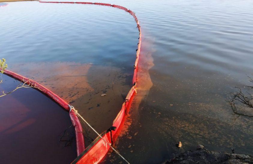 A szibériai olajömlés után tisztítják az Ambarnaja folyót