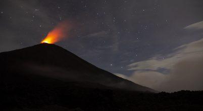 Éled a közép-amerikai tűzhányó