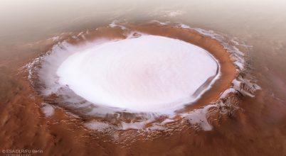 Átrepülhetünk egy marsi kráter felett
