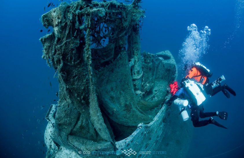Egy tengeralattjáró-roncs megtisztítása