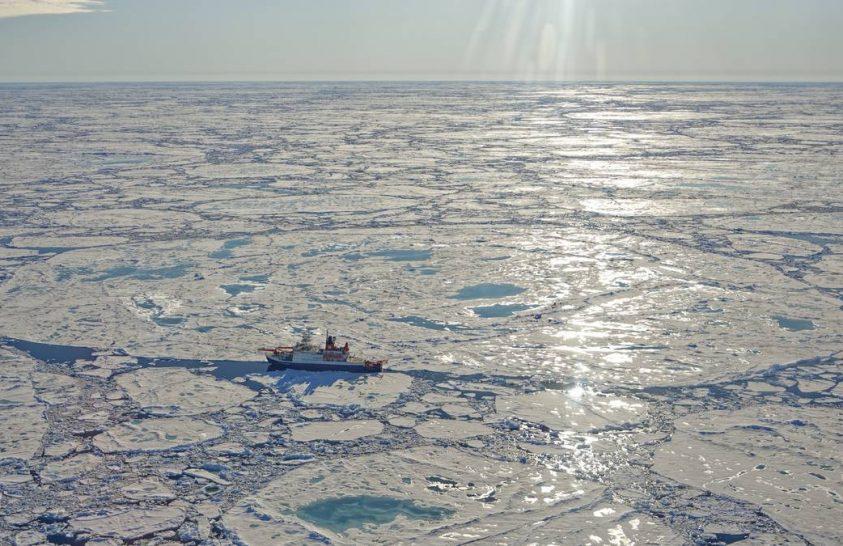 Kavicsok az olvadó sarki jégben