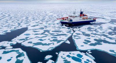 Átúszott az Északi-sarkon a Polarstern