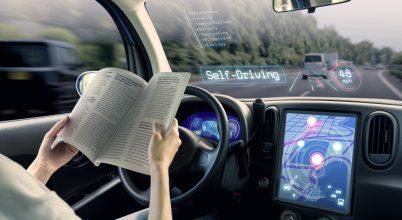 A jövőben könyvet is olvashatunk autóvezetés közben
