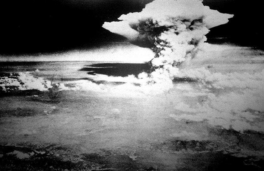 1945. augusztus 6-án reggel a város fölött vakító kékesfehér fény lobbant
