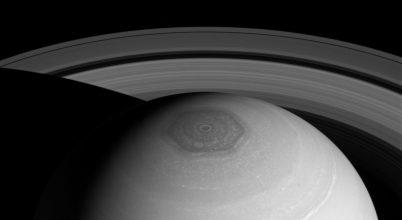 Új modell a Szaturnusz sarki hatszögének kialakulásáról