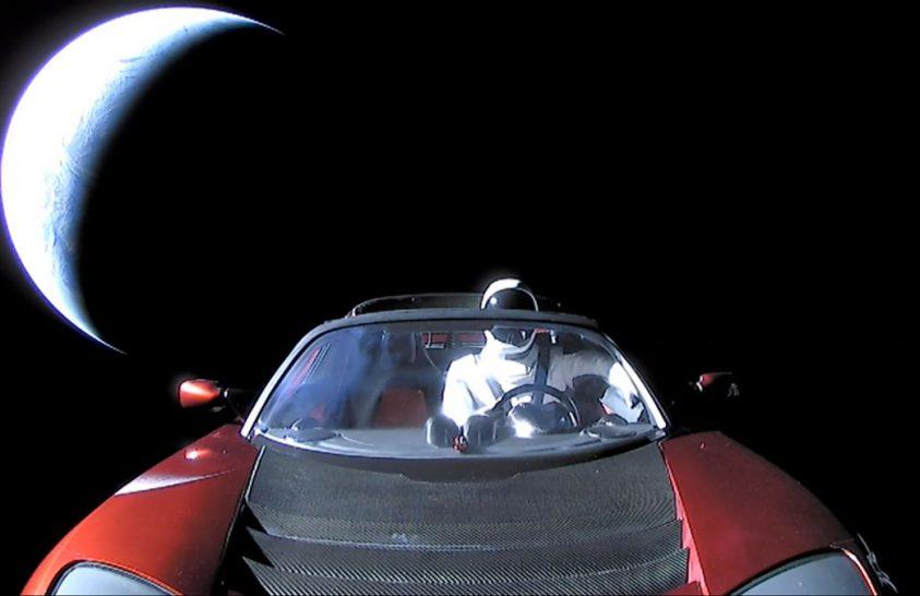 Merre jár az űrben száguldó sportautó?