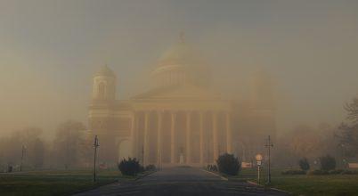 A nap képe: Templom a ködben.