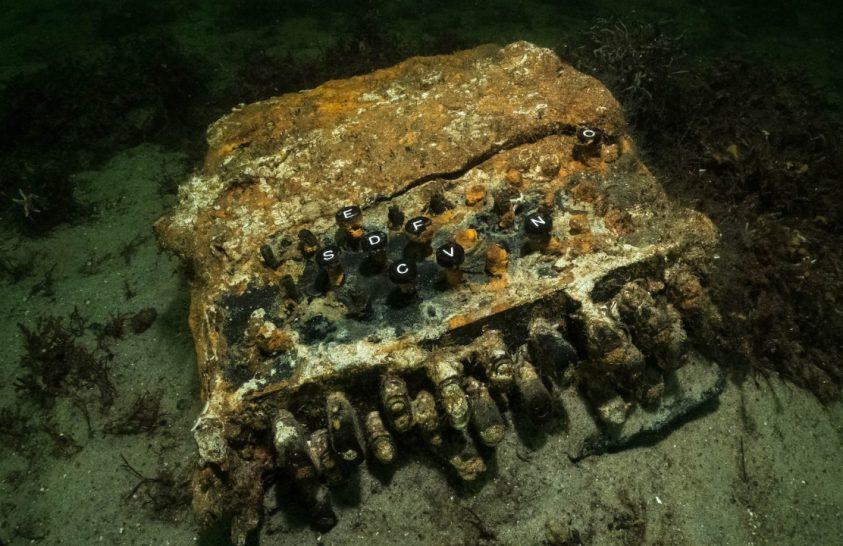 Elhagyott halászhálókat kerestek, Enigmát találtak