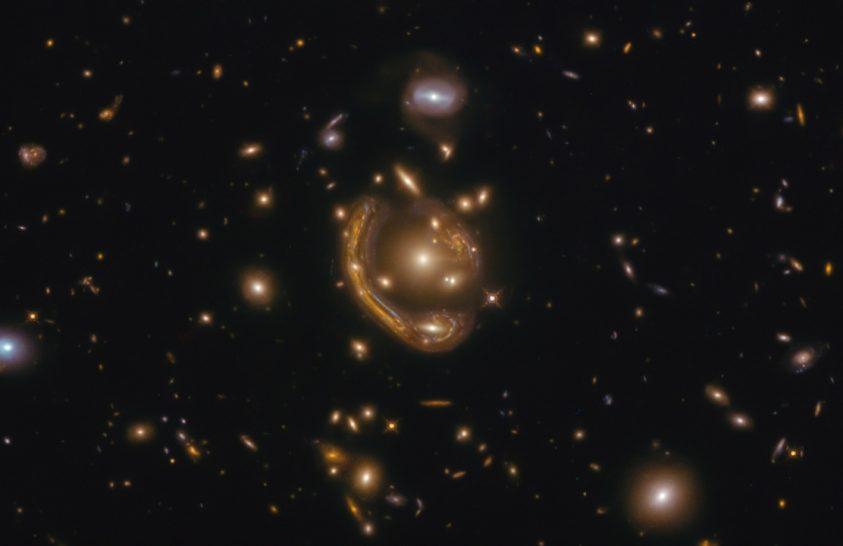 Einstein-gyűrű a Hubble felvételén