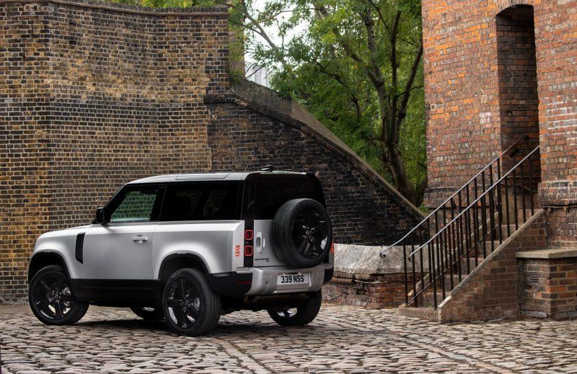 Land Rover Defender 90: kompakt társ a kalandozásban