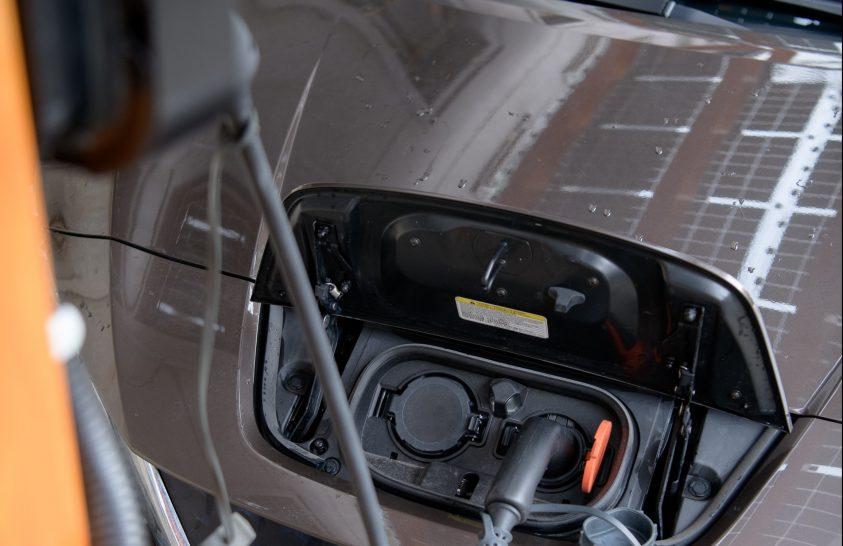 Napelemes autótöltő újrahasznosított akkumulátorokkal
