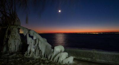Holdfényes jégszobrok