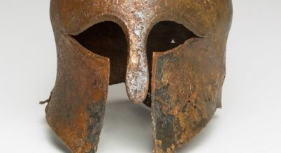 Perzsák ellen harcoló görög katona sisakjára bukkantak