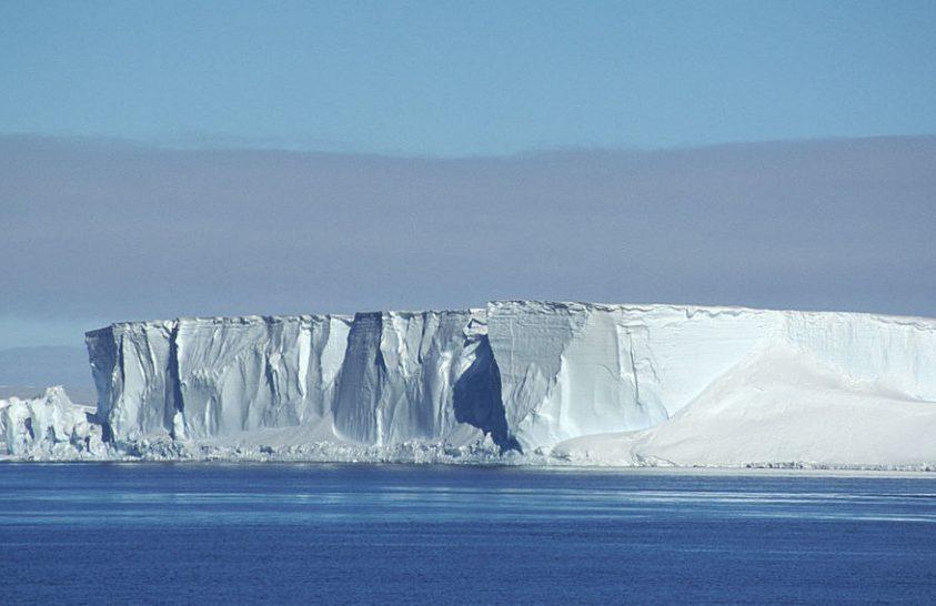 A Polarstern kutatóhajó megkerülte az A74 antarktiszi jéghegyet
