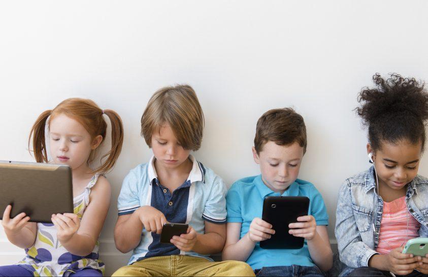 A sokat mobilozó gyerekek inkább a részletekre figyelnek