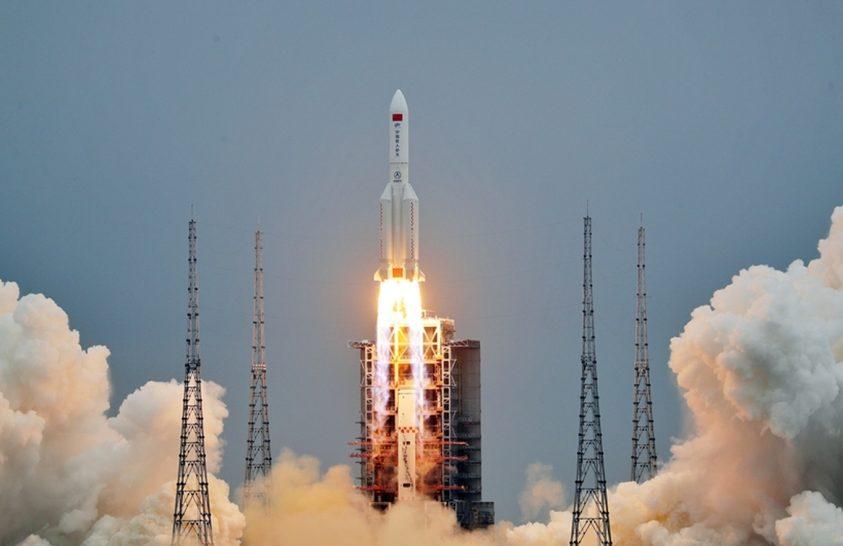 Megsemmisült a kínai rakéta első fokozata
